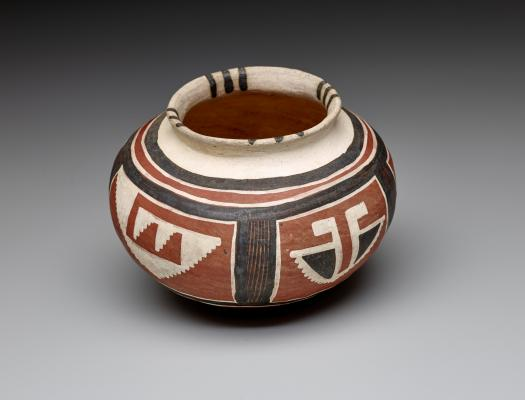 Showlow Polychrome jar: butterfly motif, 1300–1400 C.E., Arizona, ceramic, slip, and paints, Dallas Museum of Art, Foundation for the Arts Collection, anonymous gift, 1991.402.FA