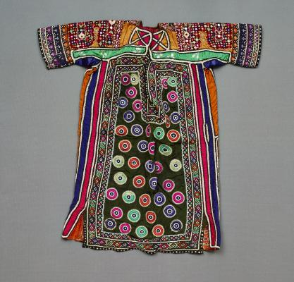 Sleeved garment, 1930–1950, cotton, silk, satin, Dallas Museum of Art, lent by Carolyn Williams Marks, Harriet Williams Peavy, and Suzanne Williams Nash, 18.2011.18